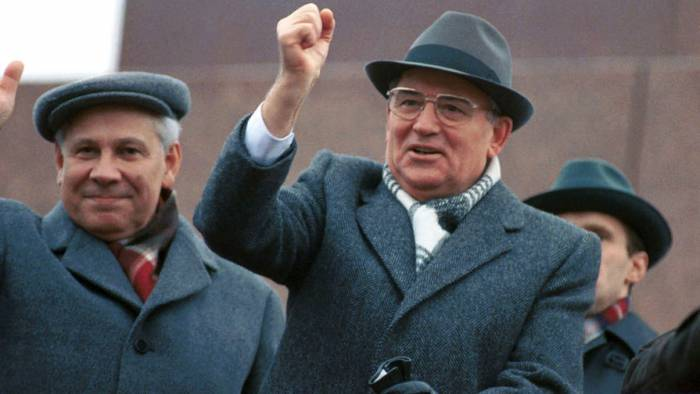 Михаил Горбачёв на трибуне Мавзолея, 1990 год. Фото: Владимир Мусаэльян, Василий Егоров, ТАСС