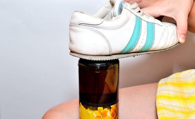 Лайфхак: как открыть бутылку, если нет штопора