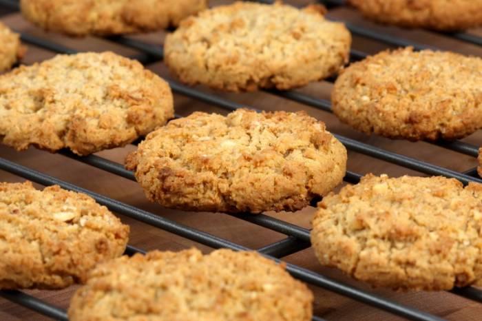 В домашних условиях овсяное печенье приготовить несложно. Фото healthymamainfo.com