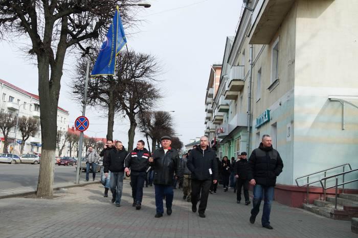 Люди двигались по улице Ленина. Фото Анастасии Вереск