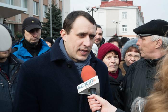 Павел Северинец общается с журналистами. Фото Анастасии Вереск