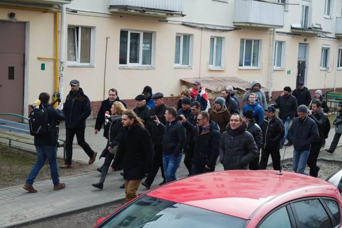 Павла Северинца проводили до самой машины. Фото Анастасии Вереск