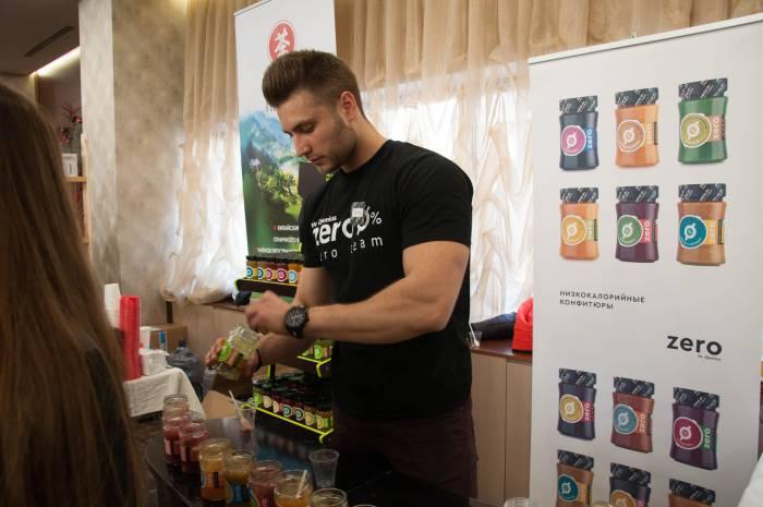 Чтобы разнообразить низкокалорийную диету есть соусы, джемы и сиропы на основе натуральных компонентов. Фото Анастасии Вереск