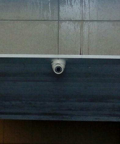 Камеры видеонаблюдения могут защитить переход от посягательств вандалов. Фото Анастасии Вереск