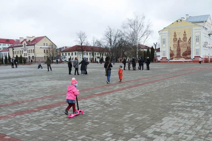 На площади в 12.23. Фото Анастасии Вереск