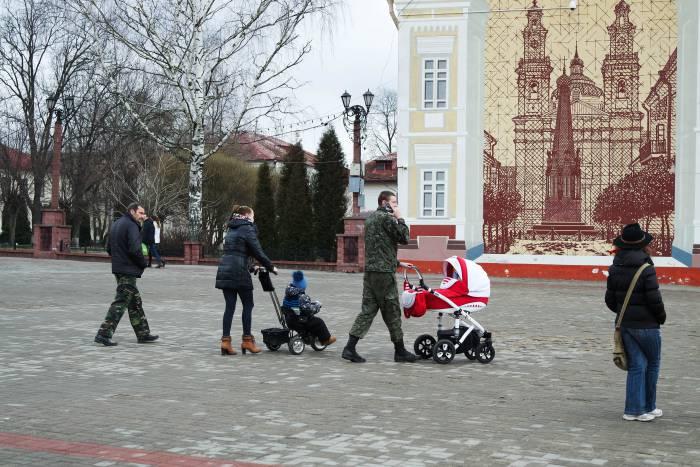 Люди приходили семьями, вместе с детьми. Фото Анастасии Вереск