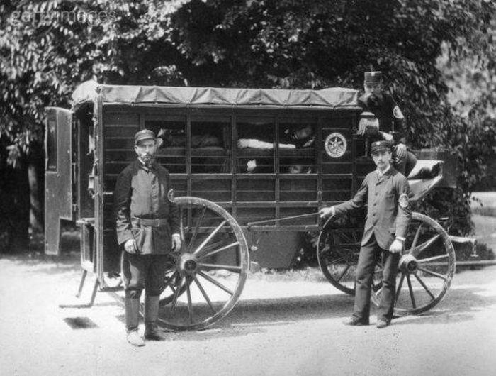 Санитарный транспорт Вены того времени. Фото nevsedoma.com.ua