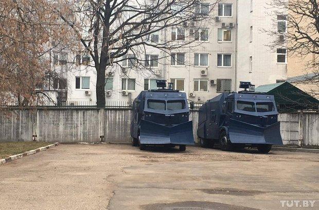Водометы в Минске появились накануне акции 15 марта. Фото: tut.by