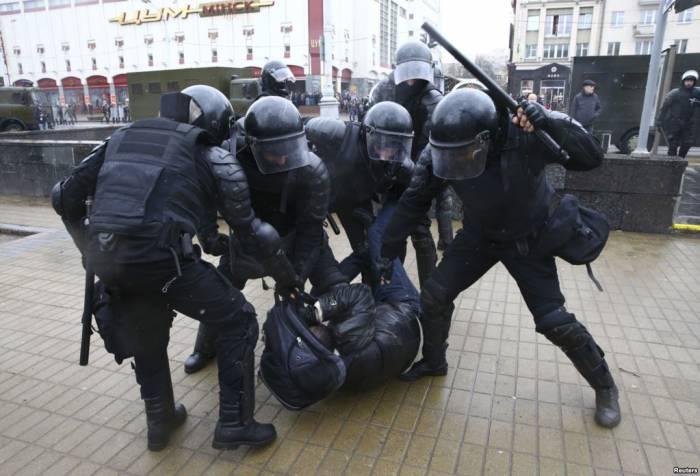 Задерживали людей даже с применением дубинок. Фото: svaboda.org