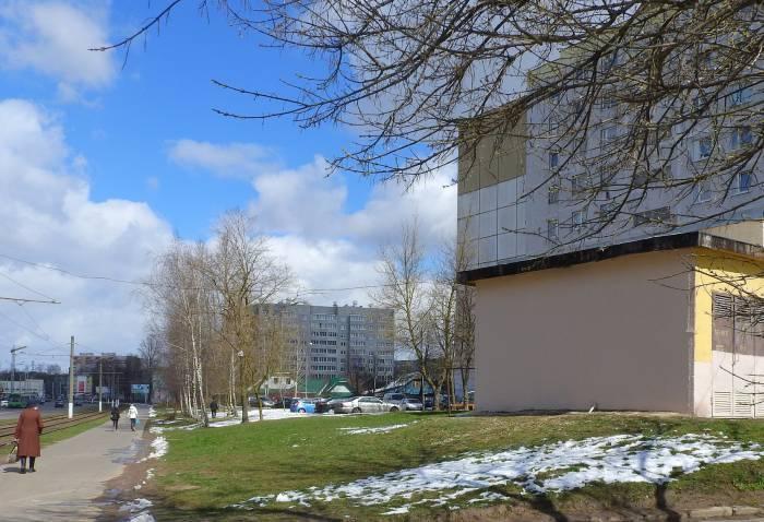 На месте многострадального граффити теперь просто стена. Фото Светланы Васильевой