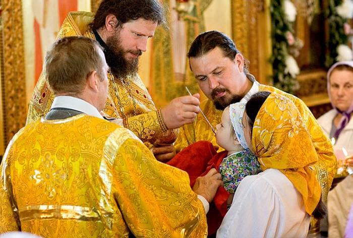 Во время службы в Чистый четверг многие верующие хотят причаститься. Фото stawropol-eparhia.ru