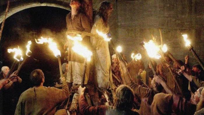 В европейских странах во времена средневековья сожжение ведьм было обычным делом. Фото poembook.ru