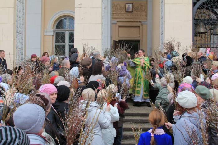 Верующие в этот день освящают вербу, которую следует хранить целый год. Фото fajec.gq