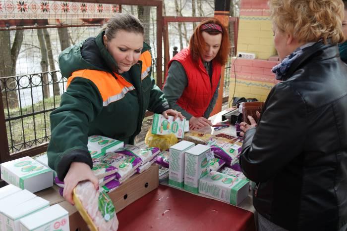Прямо на месте можно было купить крупы и мясо, чтобы пожертвовать приюту. Фото Анастасии Вереск