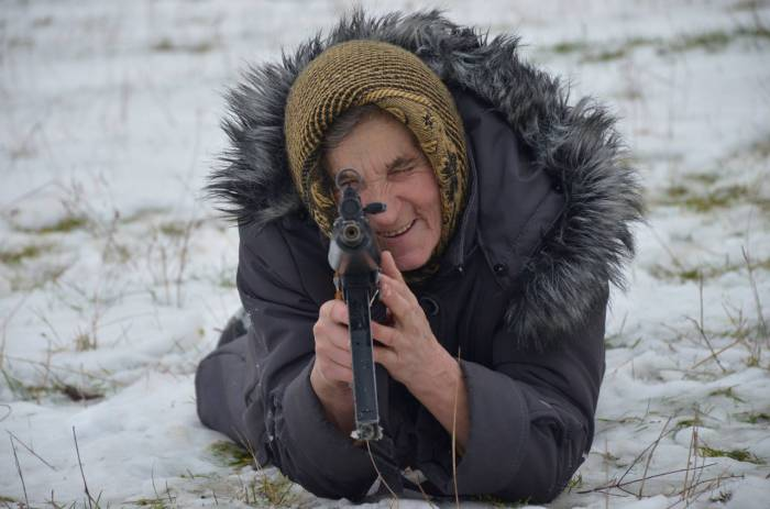 Фото: http://telegraf.com.ua/ukraina/obshhestvo/1674893-obuchenie-babushki-kibroga-v-ukraine-foto.html