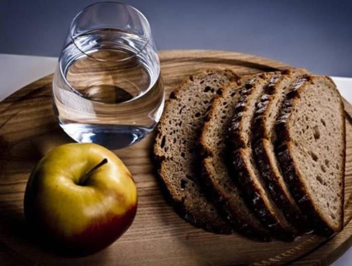 В среду на Страстной неделе рекомендуется употреблять в пищу овощи, фрукты и хлеб. Фото fitness-gu.ru