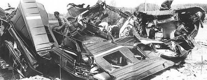 Разбитые вагоны электропоезда. Фото wikipedia.org
