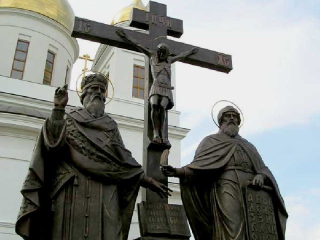 Памятник Кириллу и Мефодию в Самаре. Фото bolshoyvopros.ru