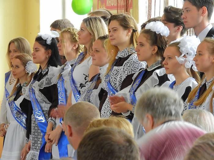 По традиции, день начался с торжественных линеек. Средняя школа №28 города Витебска. Фото Светланы Васильевой