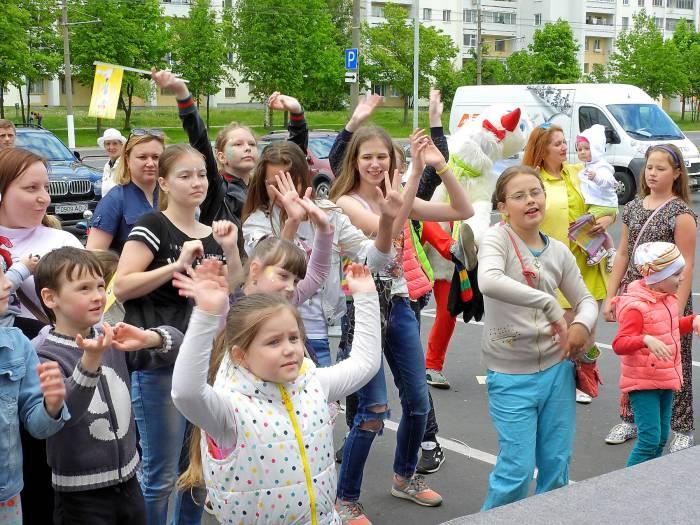 дети праздник танцы