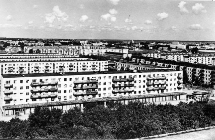 Район между Московским проспектом, улицами Правды и Офицерской. Вид со стороны улицы Смоленской. Открытка из набора «1000 лет Витебску» 1972 года.