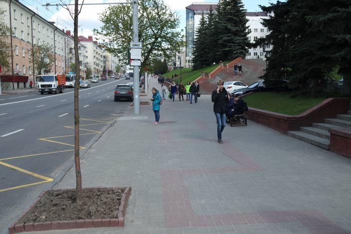 Новая остановка на Фрунзе. Фото Владимир Борков