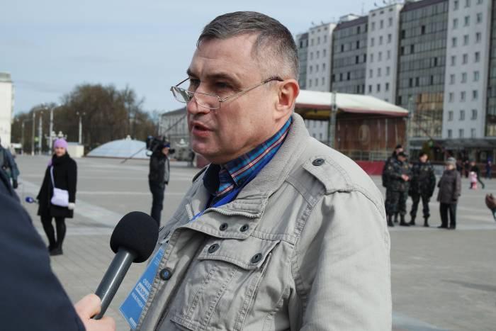 Павел Левинов на мирном собрании 25 марта в Витебске. Фото Анастасии Вереск
