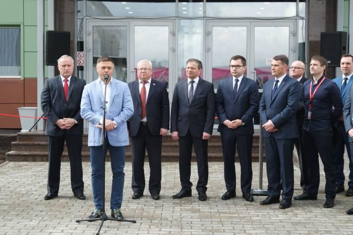 На открытии «Modern-Expo Group» выступает генеральный директор нового витебского предприятия. Фото Владимир Борков