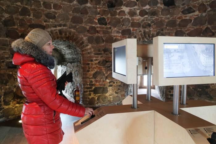 Экраны внутри колокольни кафедрального собора Святого Станислава и Святого Владислава позволяют посмотреть, что происходит внизу. Фото Анастасии Вереск