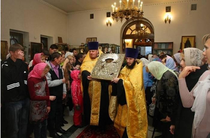 Крестный ход с иконой Николая Чудотворца. Фото yamal.kp.ru