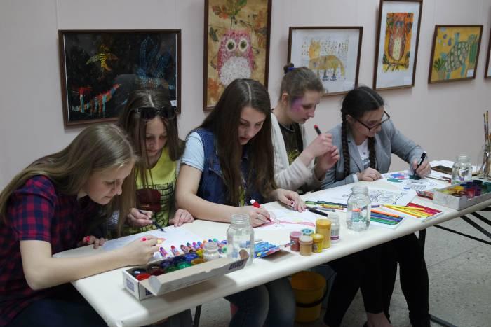 Рисуем картины сами, рисуйте картины с нами. Фото Владимира Боркова