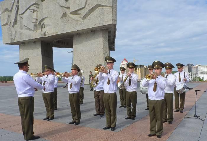 Прозвучали памятные мелодии в исполнении военного оркестра. Фото Светланы Васильевой