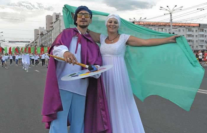 Марк Шагал (Валерий Зимницкий) и Белла (Ольга Маханькова). Фото Светланы Васильевой