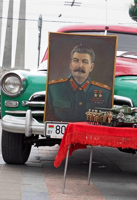 Генералиссимус на площади Победы в Витебске