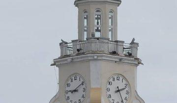 Главные часы города снова отсчитывают «зачарованное время». Фото Светланы Васильевой