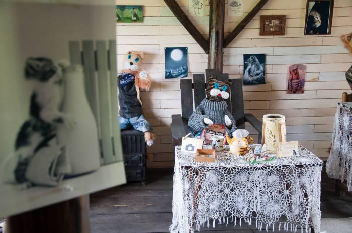 """Брасик, глава семейства Брасиков предпочитает читать """"Spiegel"""". Фото Анастасии Вереск"""