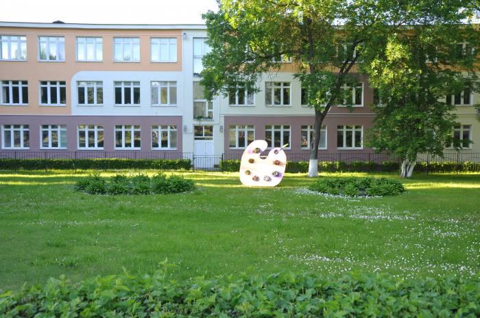 Оригинальная клумба возле СШ №11. Фото Анастасии Вереск