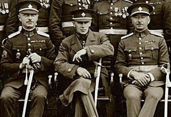 Генерал Войцеховский (в центре) во время общего сбора видных деятелей Чехословацкого легиона. 1927 год. Фото wikipedia.org