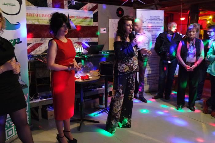 На открытии выставки Наталья Киселева и Ольга Тимошенко. Фото Владимира Боркова.