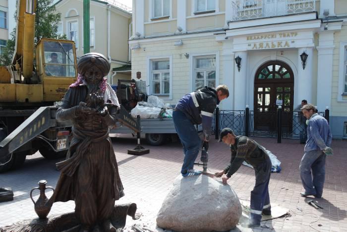 Памятник хоттабычу