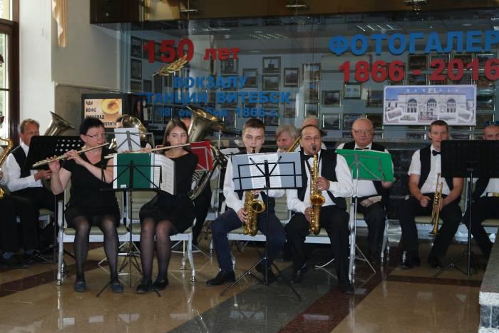 Открытие выставки сопровождал духовой оркестр. Фото Ольга Витебская