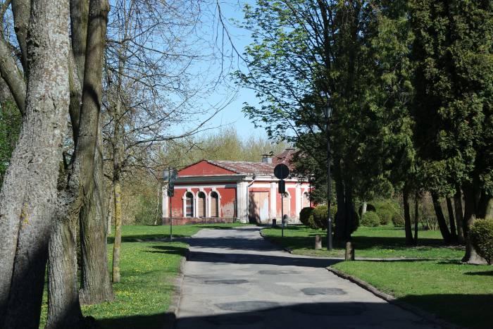 Рядом с дворцом расположен парк. Фото Анастасии Вереск