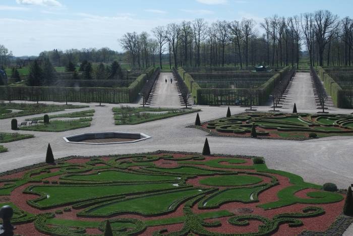 """""""Французский сад"""" виден из окна резиденции. Фото Анастасии Вереск"""