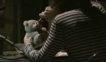 """Кадр из клипа Васи Обломова """"Ничего страшного"""""""