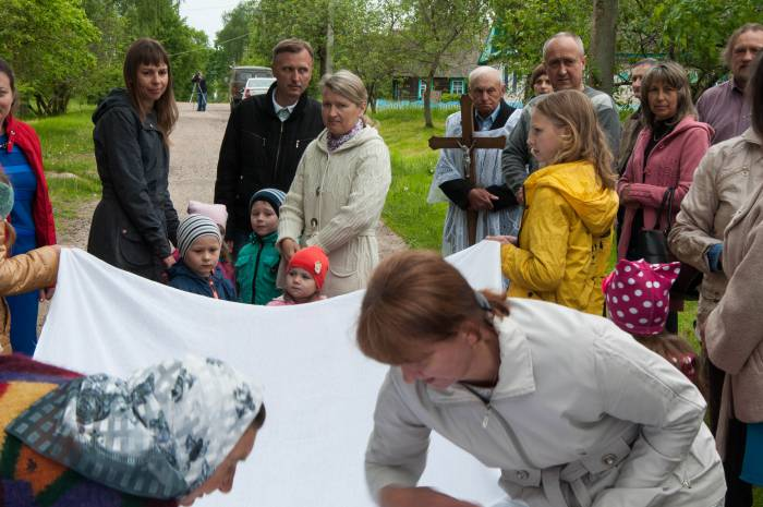 Дети тоже обязательно участвуют в обряде. Фото Анастасии Вереск