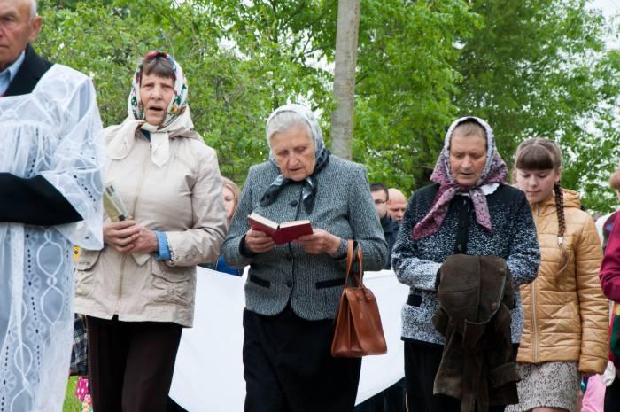 По дороге женщины поют молитвы. Фото Анастасии Вереск