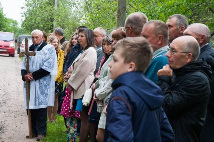 Люди приезжают даже из других городов, чтобы поучаствовать в обряде своей родной деревни. Фото Анастасии Вереск