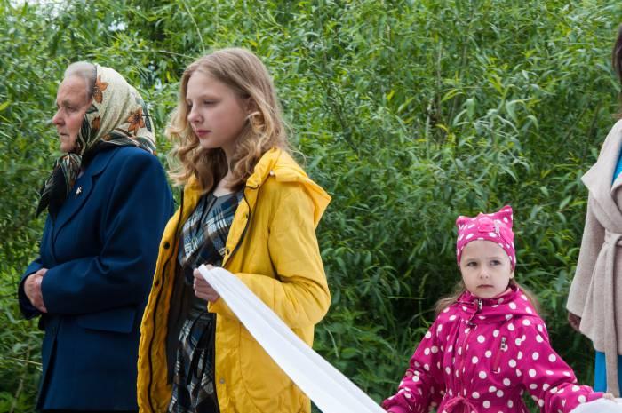 Полотно традиционно несут дети. Фото Анастасии Вереск