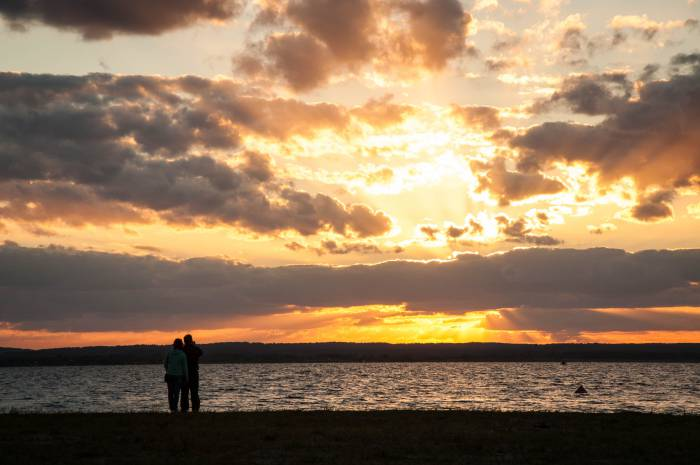 Чистое небо на закате 27 июня. Фото Анастасии Вереск