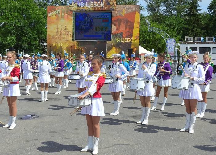 Барабанщицы на улицах Витебска. Фото Светланы Васильевой